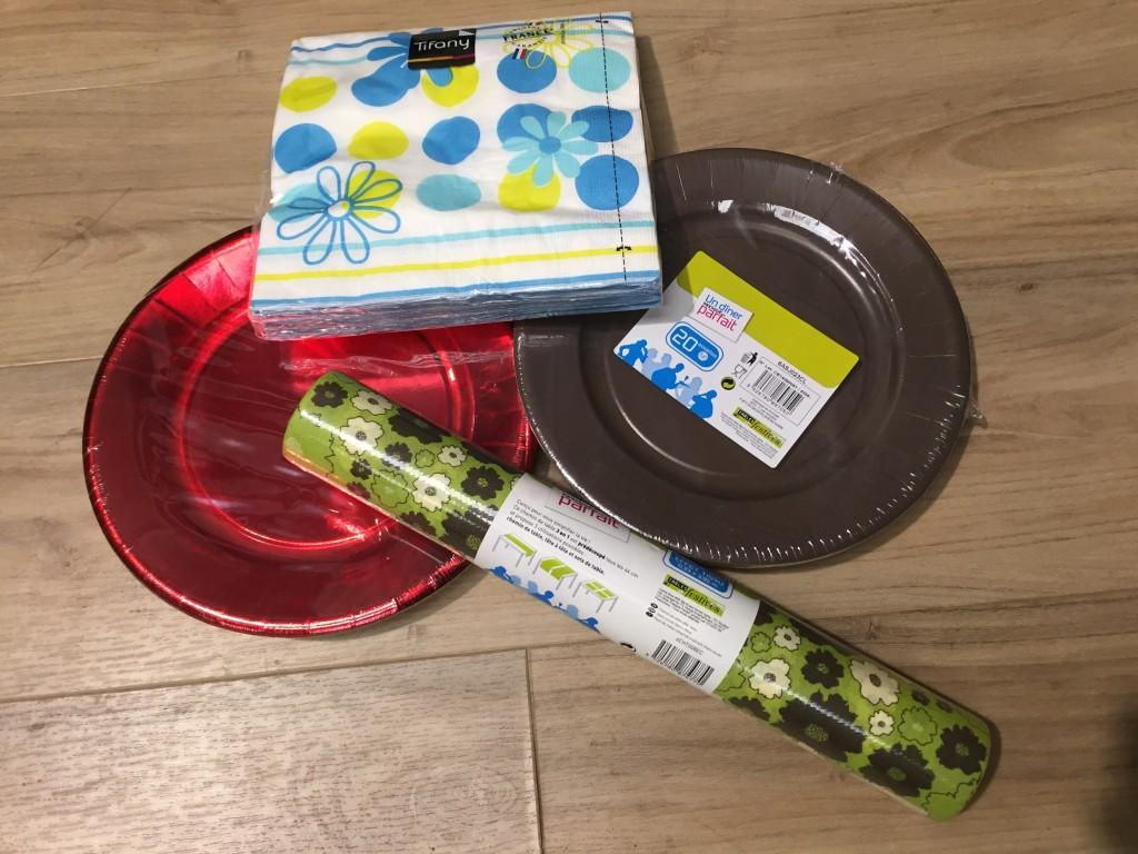 Vaisselle jetable / Balles de tennis / Produits bien être