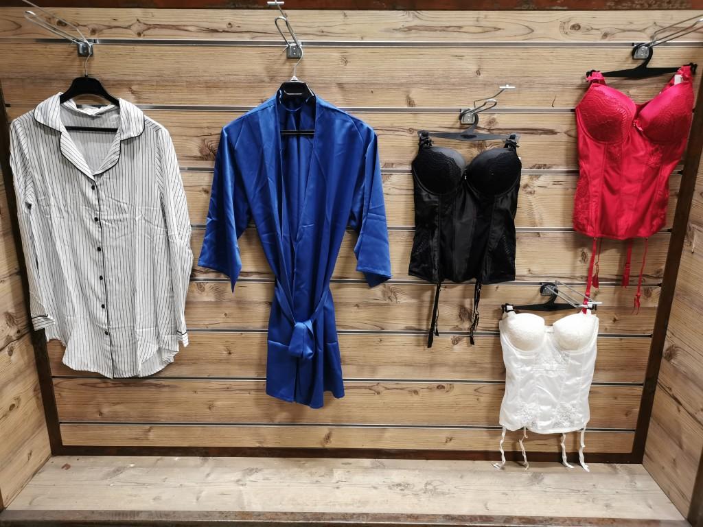 Sous-vêtements femme / Essuie-tout professionnel