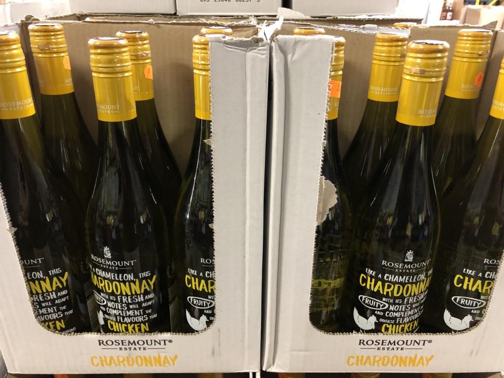 Chapeaux / Canapés ; Meubles ( Suite ) / Vins